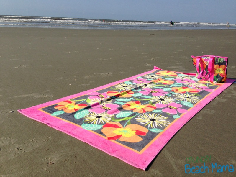 Vera Bradley Beach Towel in Jazzy Blooms