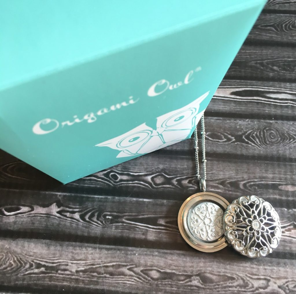 How to Open an Origami Owl Locket - Direct Sales, Party Plan and ... | 1017x1024